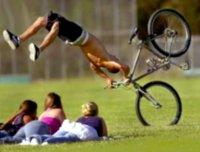 骑自行车耍帅的悲剧后果